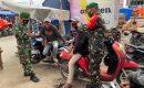 Untuk Tetap Patuhi Prokes, Babinsa Koramil 01 Kubung Beri Himbauan Dengan Tegas di Pasar Raya Solok