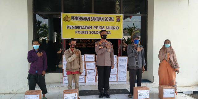 100 Paket Sembako Diserahkan Kapolres Solok Kota Untuk Warga Terdampak PPKM Mikro