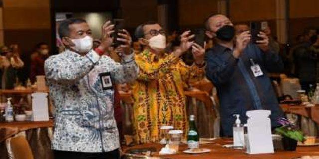Resmi Luncurkan Layanan QRIS, Inovasi Baru dalam Proses Konversi Bank Riau Kepri ke Syariah