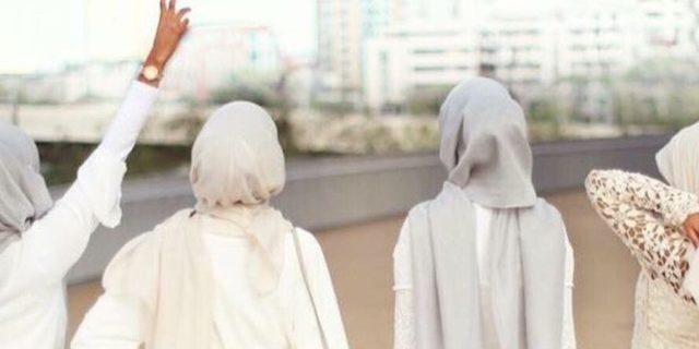 Perlengkapan Wajib Hijabers Saat Liburan